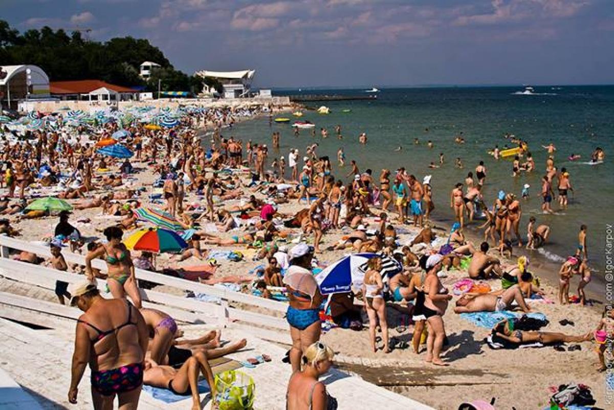 Сухмский пляж с девушками 14 фотография